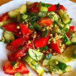 Тарелка салата с проростками гречки