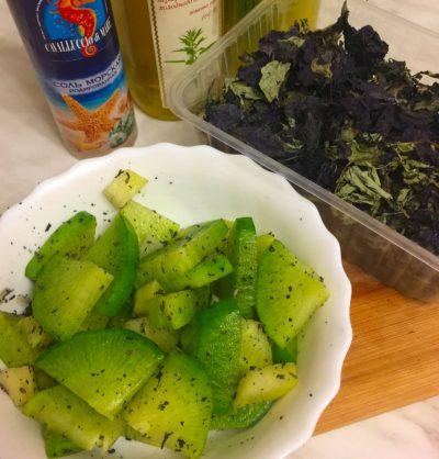 Тарелка с зеленой редькой